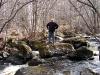 Идти к водопаду надо по правому берегу, перейдя реку по камням