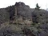 Эта скала перегораживает путь по левому берегу до водопада