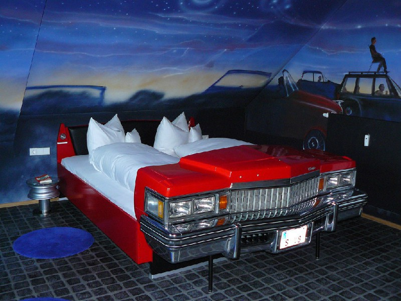 Отель для любителей автомобилей V8 (Штутгард, Германия)