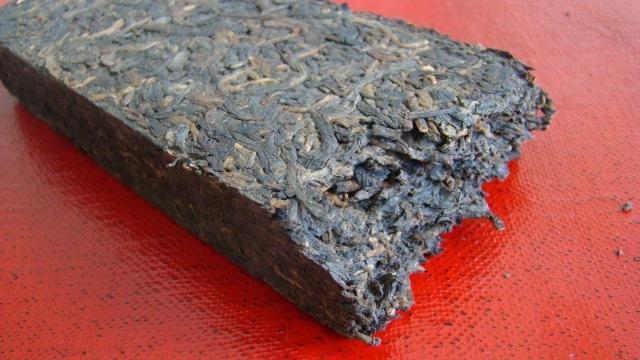 плиточный черный чай