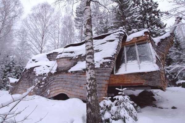 Дом-поленница в Швеции
