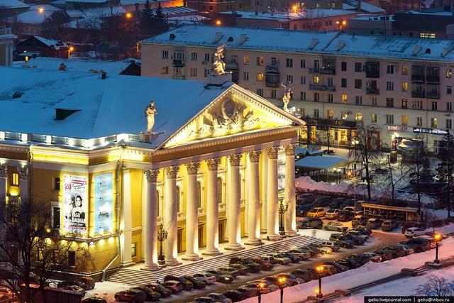 Челябинский Государственный академический театр оперы и балета имени М. И. Глинки.