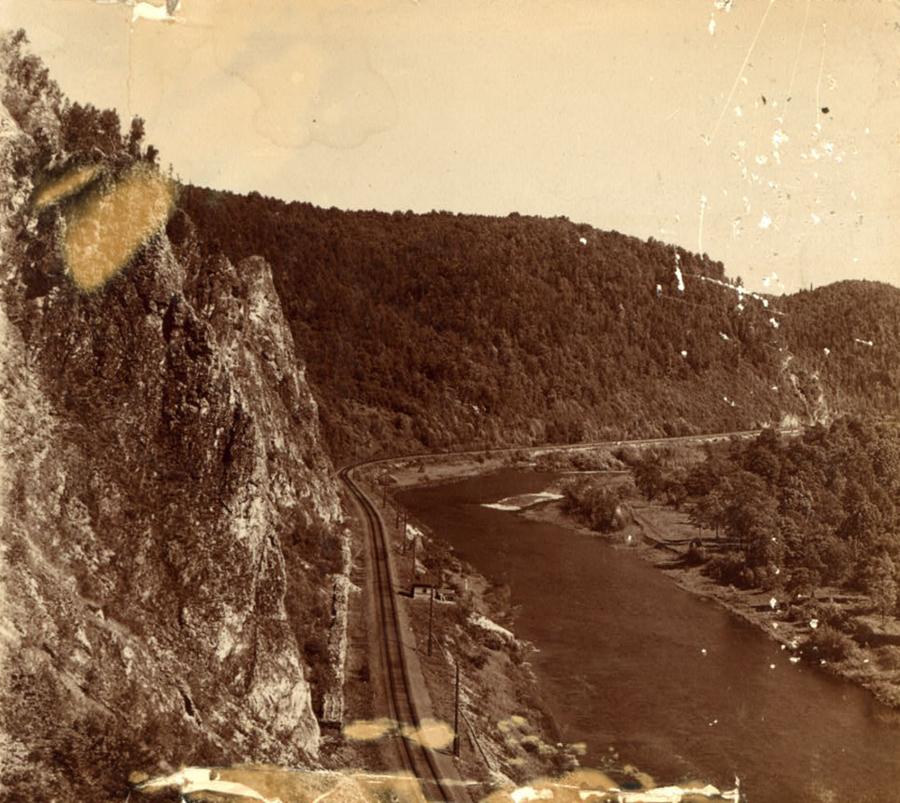 С. М. Прокудин-Горский. Железнодорожный путь по р. Симу с Соколиной горы. 1910 год