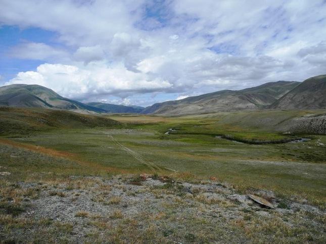долина реки Малая Кокоря в Чуйской степи.