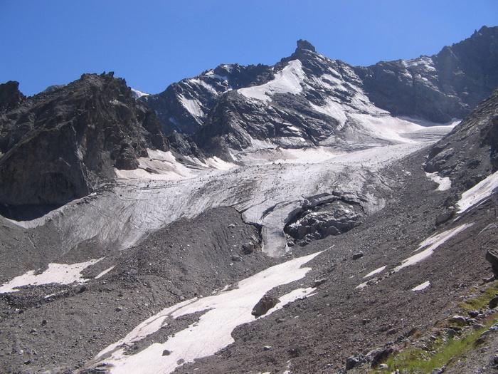 Конец ледника с выходом на левую морену
