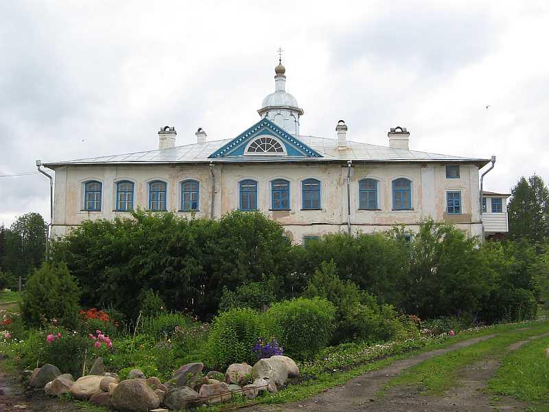 Настоятельский корпус, пристроенный к Успенской церкви, вид со стороны бывших Святых ворот