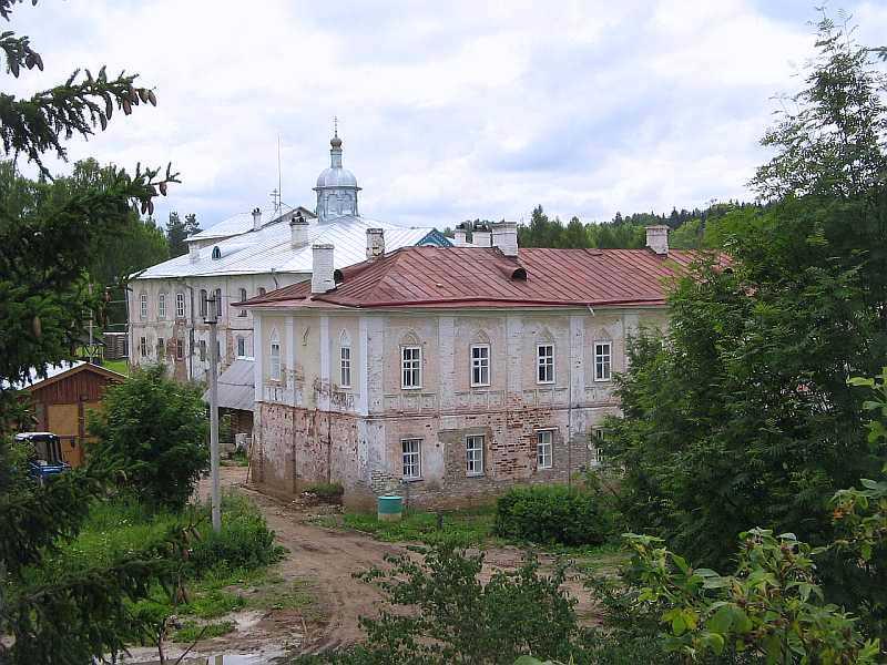 Сохранившиеся здания Павло-Обнорского монастыря